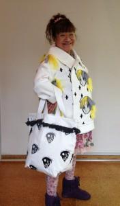 かわいい女の子のキャラクターを取り入れた洋服ができました。他にパンツ、帽子、バッグ、靴などができあがりました。